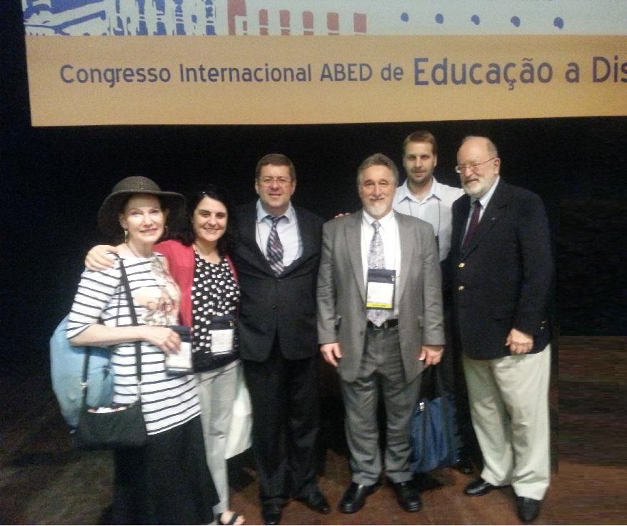 Lesley Zark (OEA), Cecília Martins (OEA), Jorge Cury Neto (Webcombrasil), Luiz Gustavo Schmoekel (expressionSGI) e Stavros Panagiotis Xanthopoylos (FGV ONLINE) Frederic Michttp://www.youtube.com/watch?v=I_4fEbB5Bjo&sns=emhael Litto (ABED)