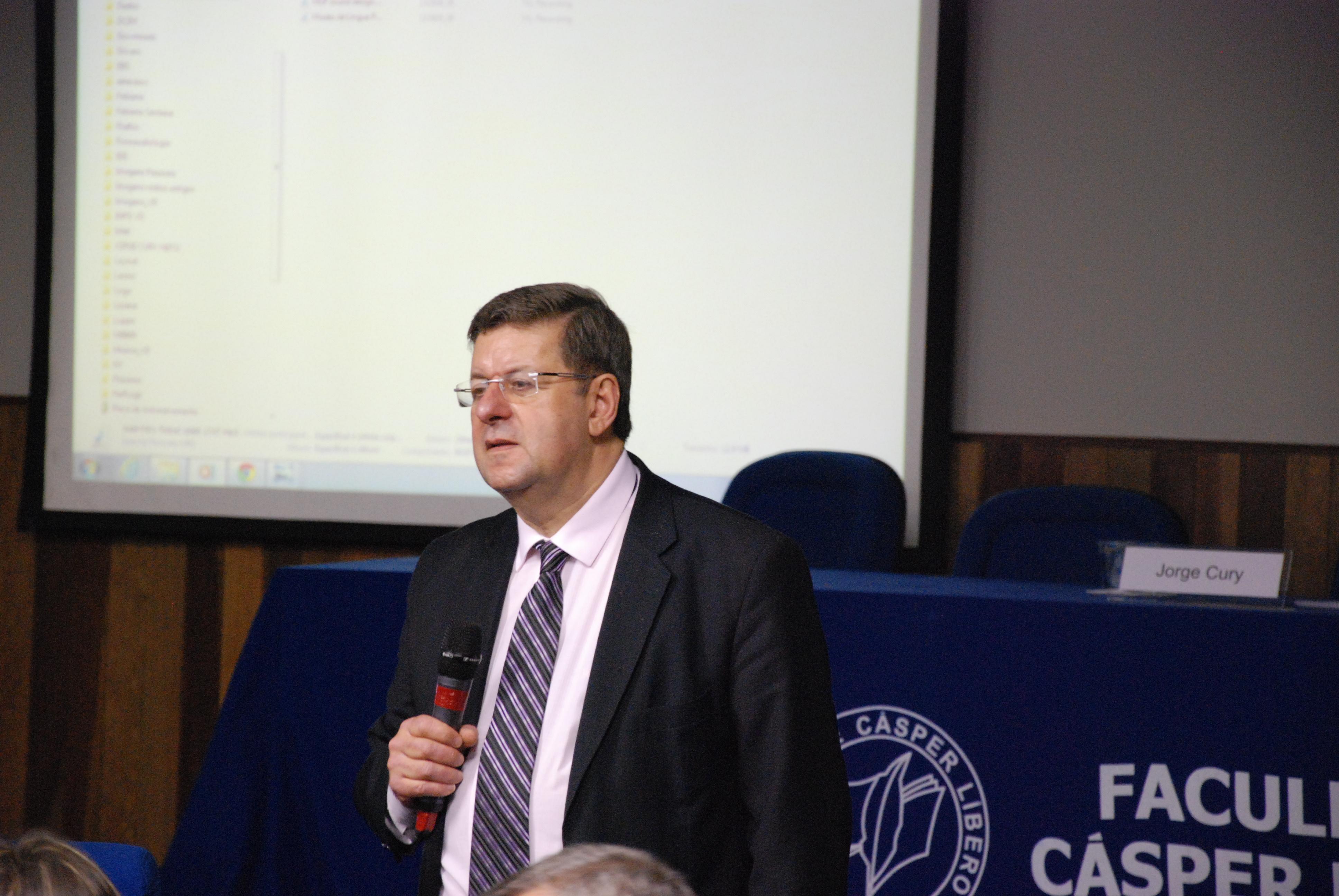 Coordenador de Jornalismo da Cásper Líbero com o Presidente do Voice Design Institute