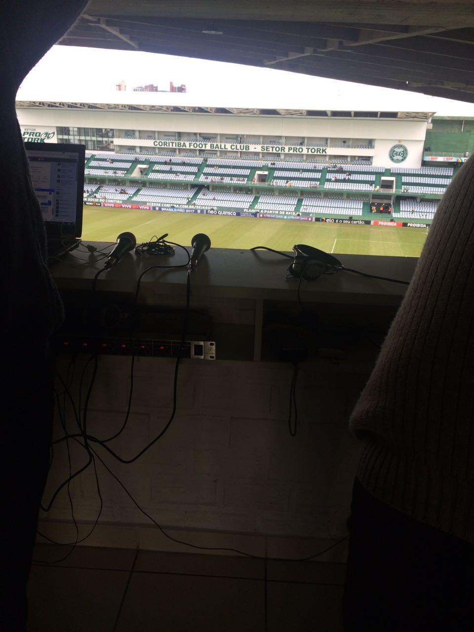 Cabine da Rádio WEBCOMBRASIL no Estádio Antonio Couto Pereira